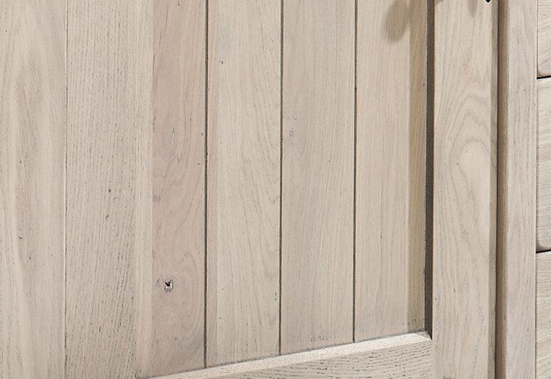 deur met ambachtelijke details