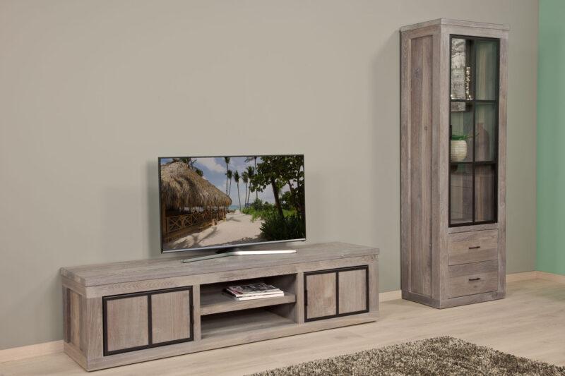 eiken vitrinekast en tv-dressoir