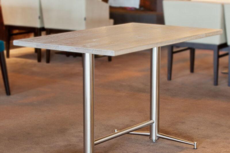 tafel met rvs onderstel