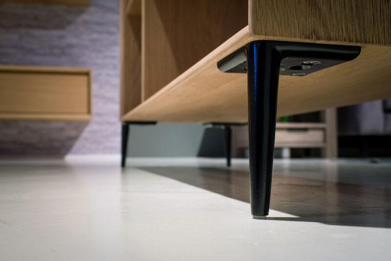 zwart metalen meubelpootje