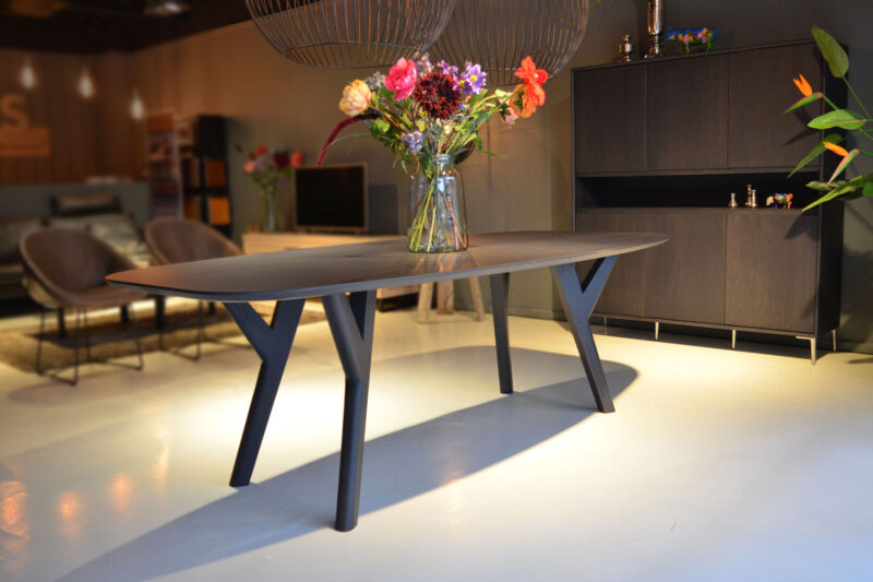 semi ovale tafel